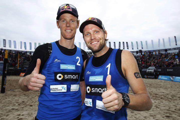 Olympiasieger Jonas Reckermann (l.) und Julius Brink