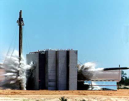 """Amerikanischer """"Bunkerknacker"""" vom Typ GBU-28: Maximal 18 Meter tief"""