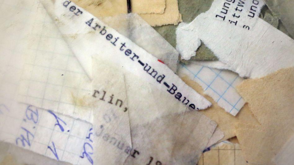 Zerrissene Stasi-Akten im Stasi-Archiv in Berlin: Informanten in der westdeutschen Neonazi-Szene