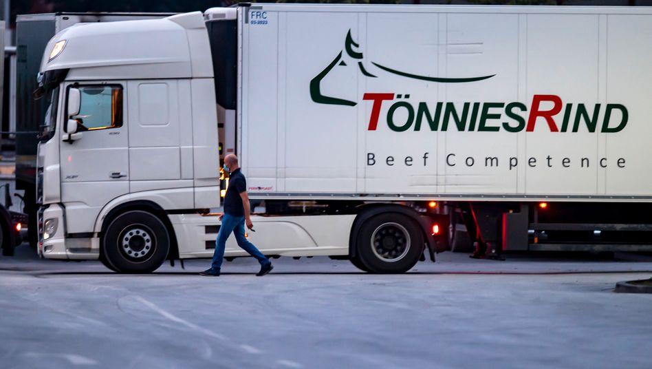 Tönnies-LKW in Rheda-Wiedenbrück: Lockdown in der Luft