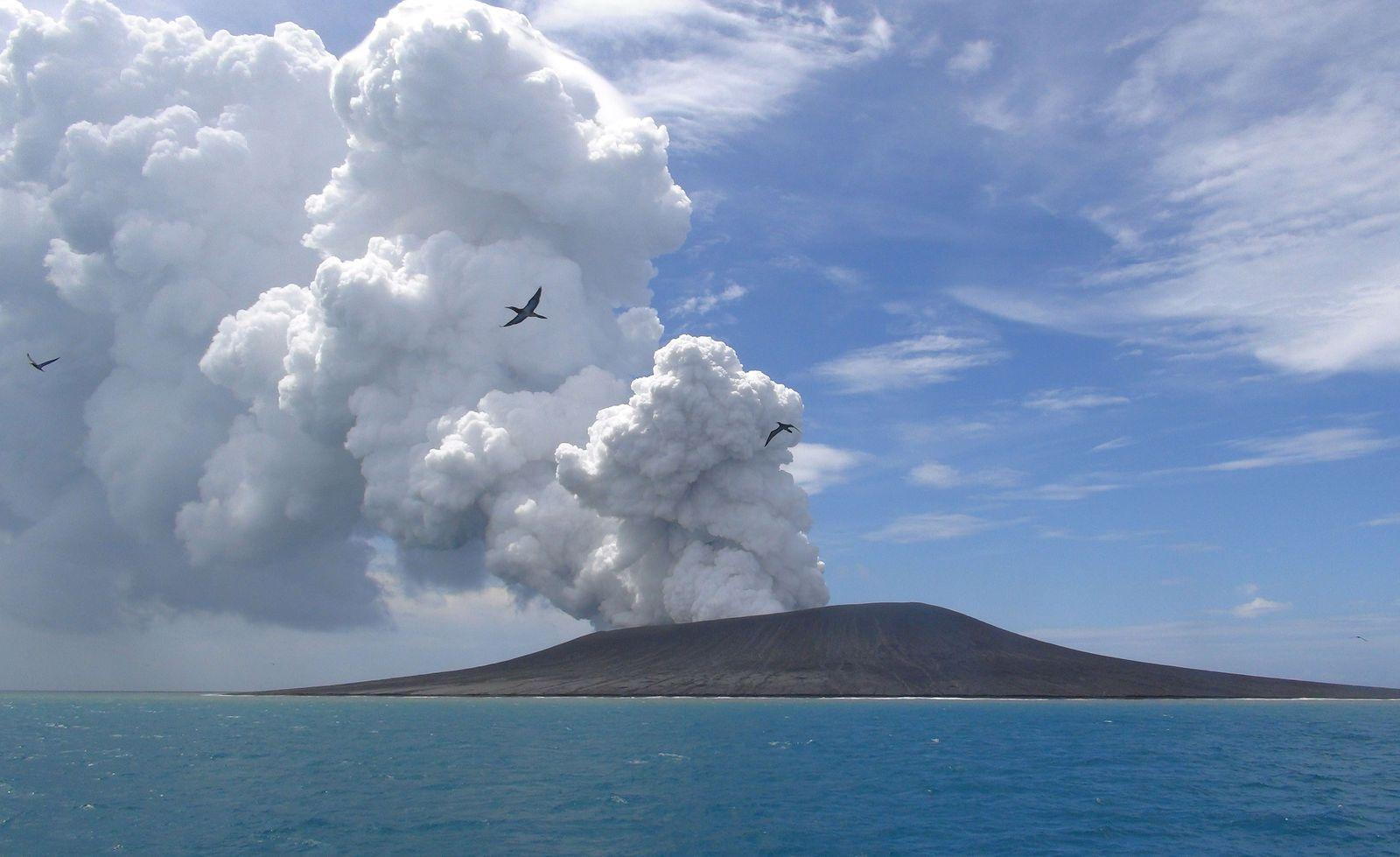 TOPSHOTS-TONGA-VOLCANO-ISLAND