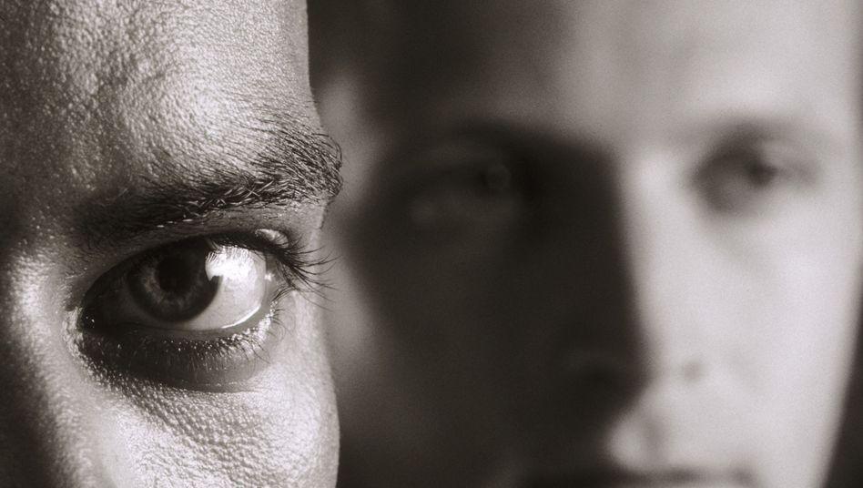 Verunsicherter Blick: Schon die Furcht vor entwürdigenden Situationen beeinflusst das Leben depressiver Patienten