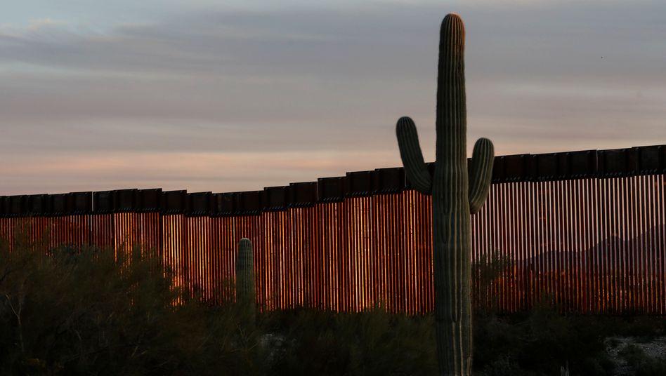 Ein Abschnitt der Mauer zu Mexiko in Arizona: Erst 160 Kilometer sind fertig