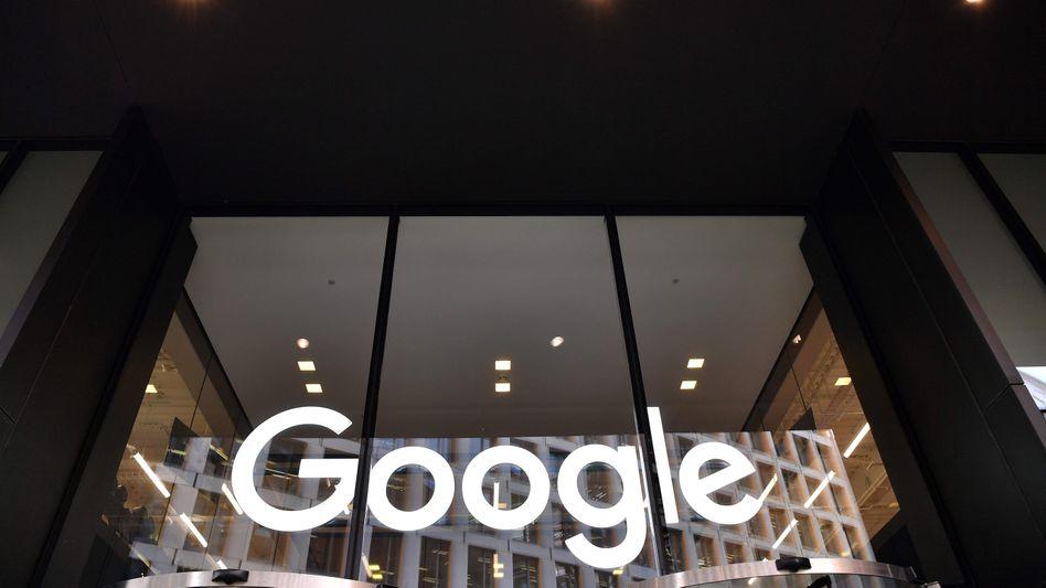 Google-Logo in London (Archivbild): Die wirtschaftliche Lage bleibe fragil, sagte Finanzchefin Ruth Porat