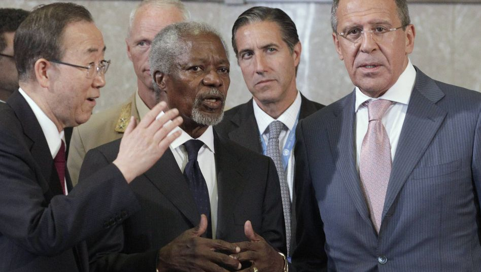Ban Ki-Moon, Kofi Annan, Sergej Lawrow in Genf: Einigung auf Übergangsregierung