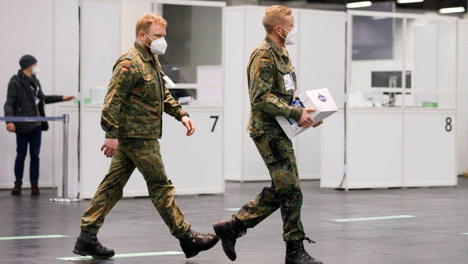 Bundeswehreinsatz in Impfzentrum in K??ln: Tausende systemrelevante Beamte der Bundesregierung