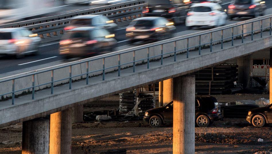 Verkehr auf der A 661 bei Offenbach