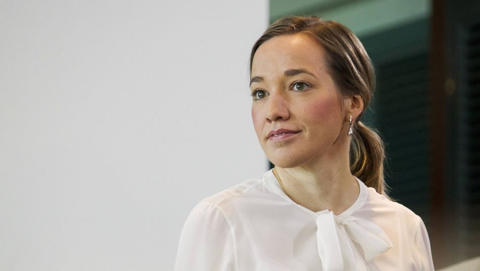 German Family Minister Kristina Schröder wants more German women to take maternity leave and says pregnant Yahoo CEO Marissa Mayer is setting a bad example.