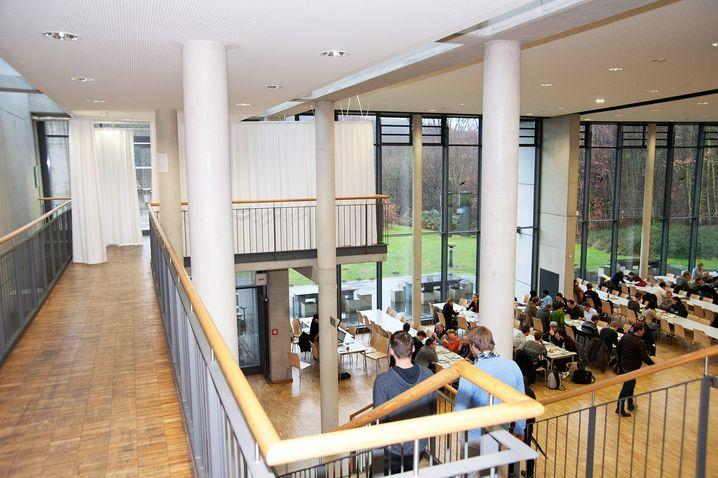 """""""Gebetsbalkon"""" in der Mensa der Hochschule Bochum"""