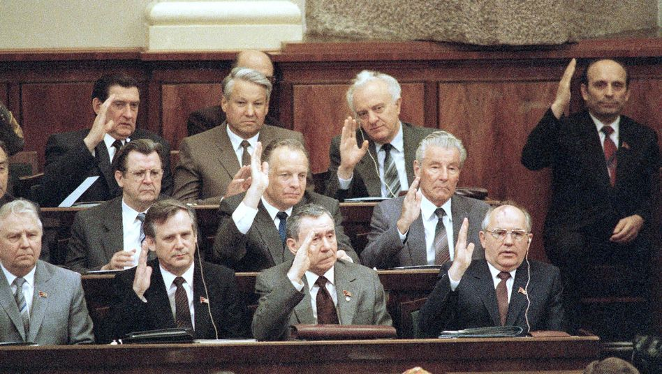 Politburo members voting during a session of the Supreme Soviet in Moscow in June 1986. President Andrei Gromyko (middle) can be seen next to Soviet leader Mikhail Gorbachev in the bottom row. Mikhail Solomentsev is on the right in the middle row.