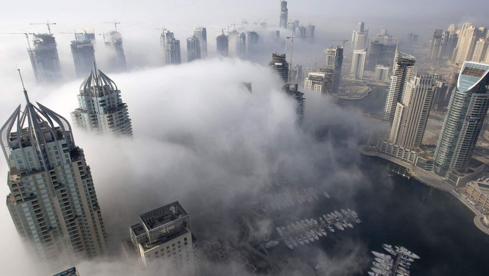 Photo Gallery: Dubai Runs into the Sand