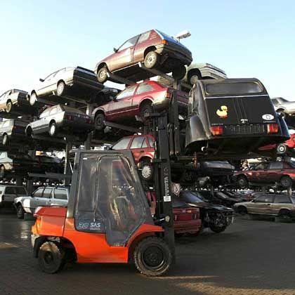 Autoverwertung: Paradies für Hobbyschrauber und Schnäppchenjäger