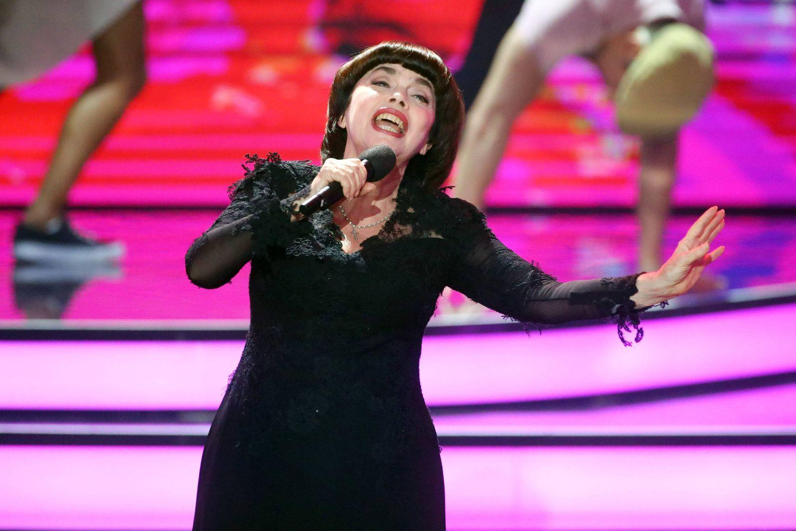 ZDF Willkommen bei C A R M E N N E B E L Sängerin Mireille Mathieu während der Aufzeichnung der