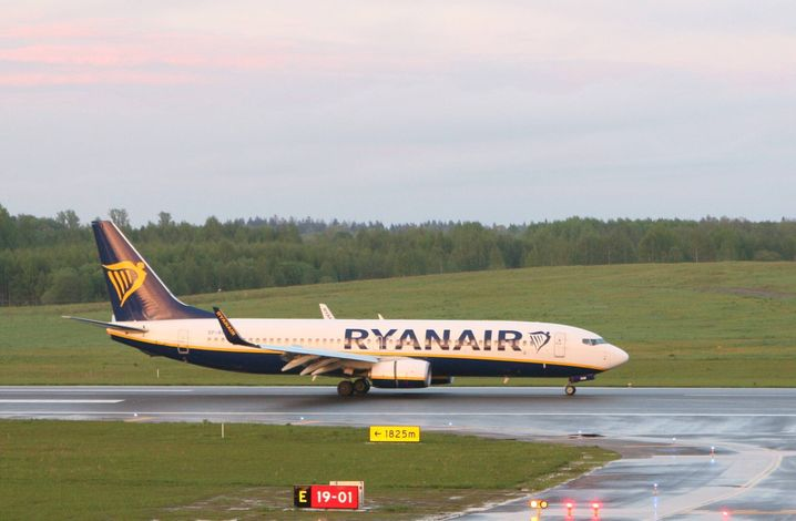 Die Ryanair-Maschine landet am Sonntagabend nach stundenlanger Verspätung schließlich an ihrem Ziel Vilnius