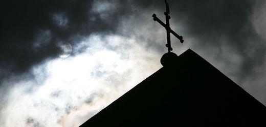 Deutschland: Hunderte neue Hinweise auf Missbrauch in katholischer Kirche
