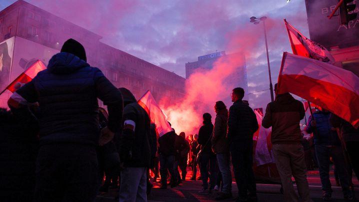"""""""Unabhängigkeitsmarsch"""": Rechte, Rauch und Parolen in Polen"""