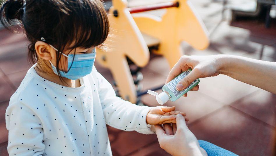 Ob Kinder weniger infektiös sind als Erwachsene, bleibt weiter unklar