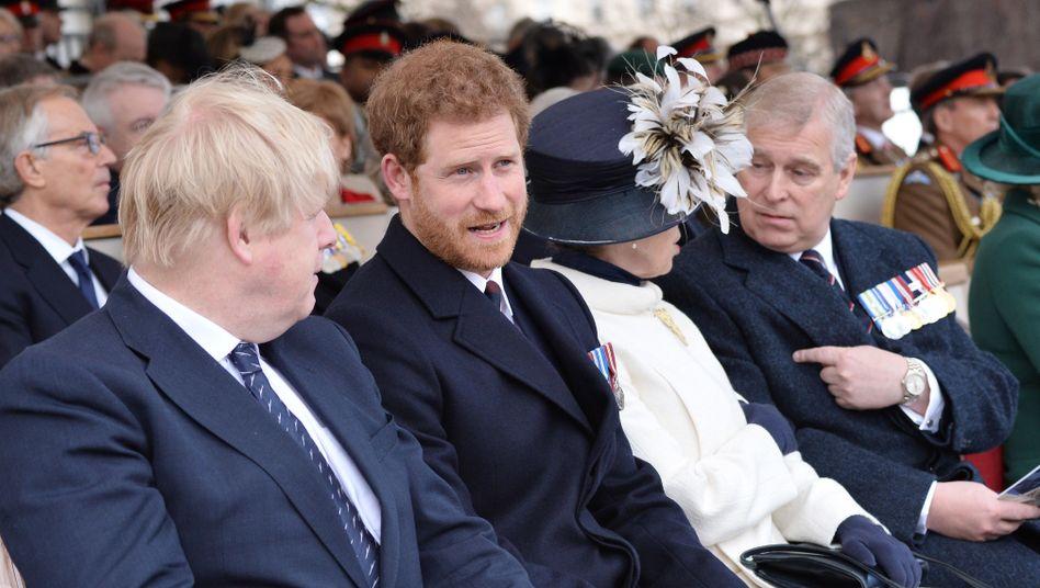 """Boris Johnson mit Prinz Harry: Königliche Familie """"ein großer Gewinn"""""""