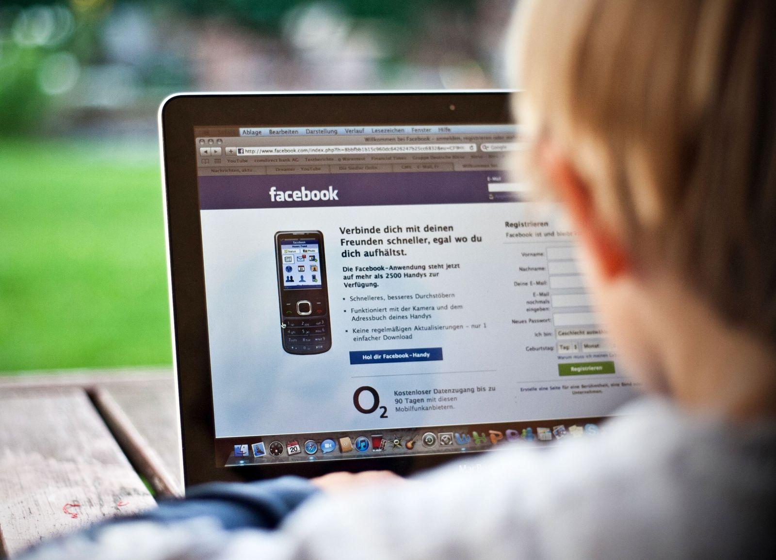 Jugendliche / Facebook / Schuler