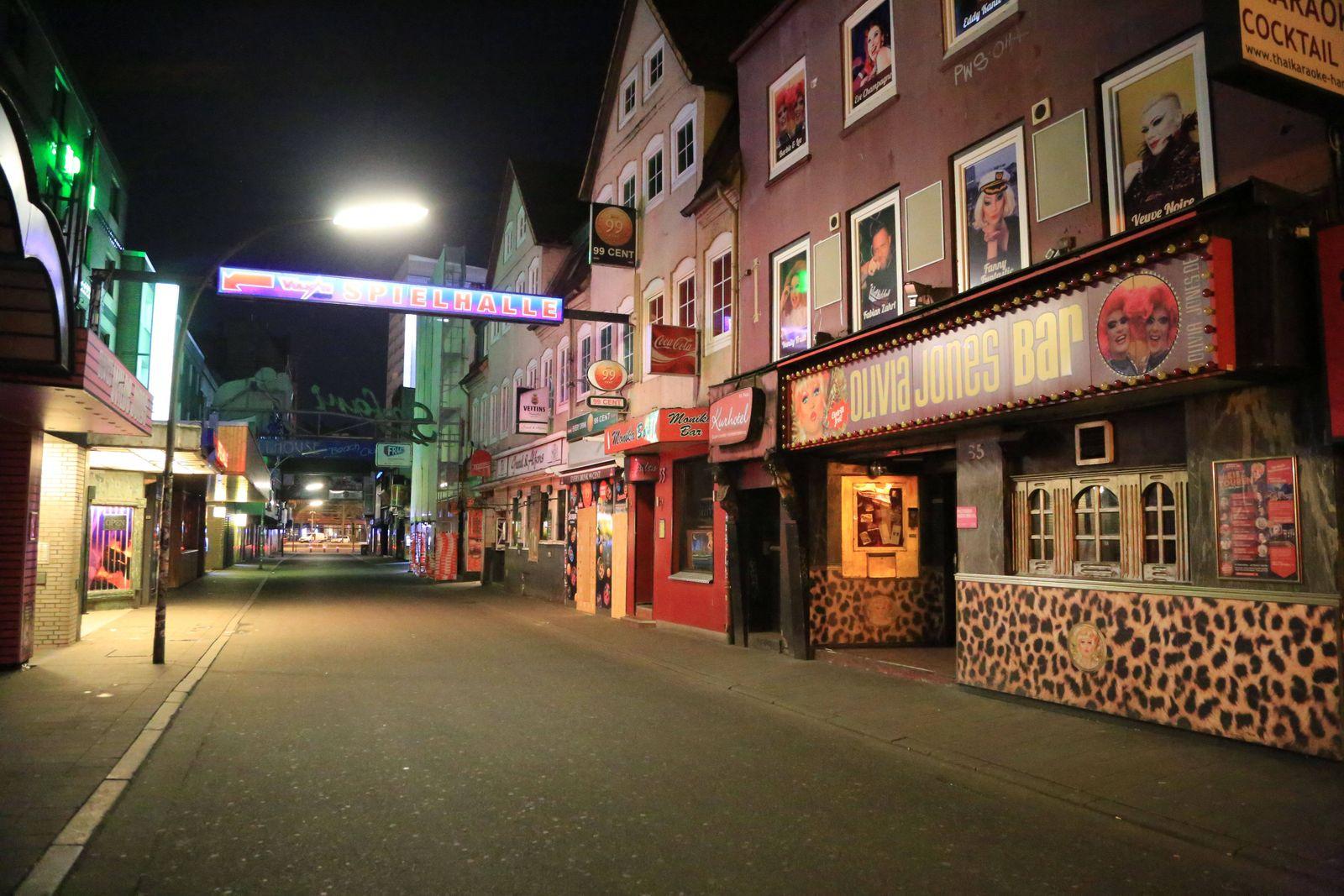 Hamburg der 21.02.2020 Nichts los, Freitag auf der Reeperbahn nachts um halb eins. Der Kiez war in der Nacht von Freita