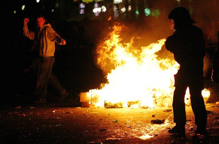 Mai-Krawalle in Kreuzberg: Erster Angriff mit Gasgranate