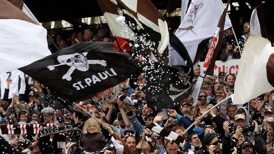 St.-Pauli-Fans (Archivfoto): Attackiert am Bahnhof