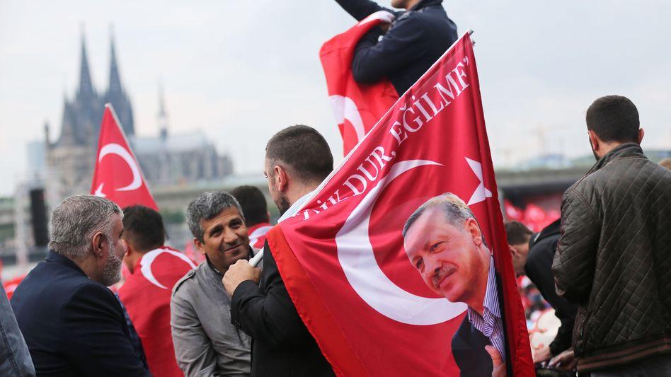 Erdogan-Fahne in Köln