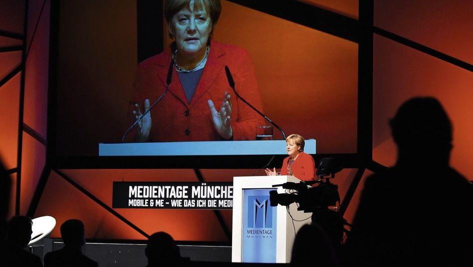 Kanzlerin Merkel bei den Medientagen in München: Riesige ethische Fragen