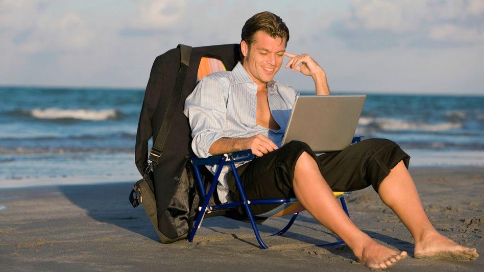 Probleme im Strand-Office: Kann er wirklich bei dem Gegenlicht die Schrift lesen?