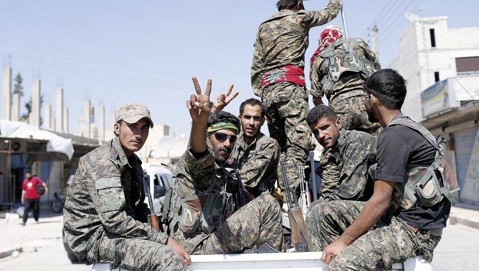 YPG-Kämpfer nahe der türkischen Grenze: »Auf Leichen ihrer Nachbarn bauen?«