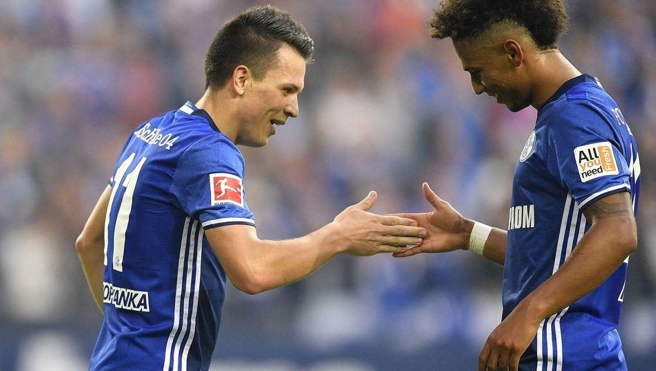 Schalkes Thilo Kehrer (rechts) und Torschütze Yevhen Konoplyanka
