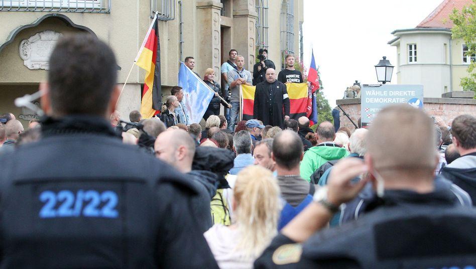 Rechter Aufmarsch gegen Flüchtlinge in Heidenau: Brennpunkt Sachsen