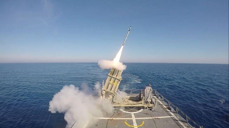 Abschuss einer israelischen Rakete im Mittelmeer