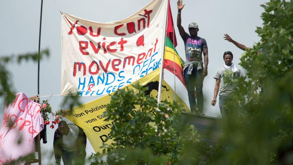 Flüchtlinge in Berlin: Verzweifelter Protest auf dem Schuldach