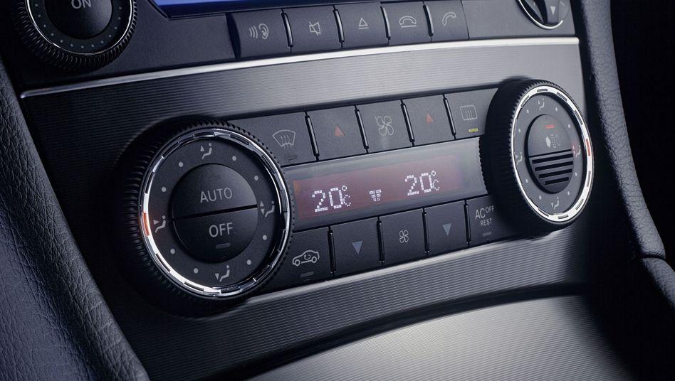 Kühlung: Bedienfeld der Klimaanlage in der C-Klasse-Mercedes