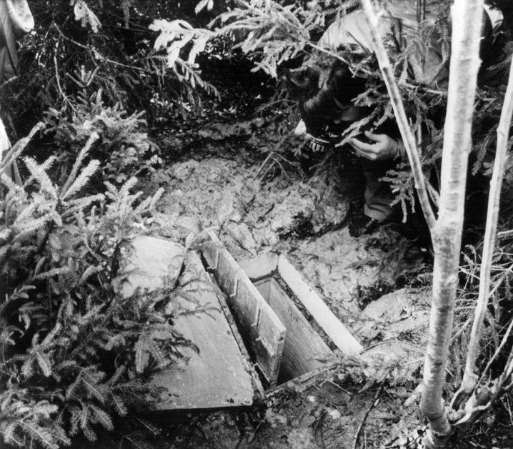 Unterirdisches Verlies in einem Waldstück bei Schondorf (Archiv)