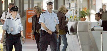 Bundespolizisten auf dem Flughafen Köln-Bonn: Zugriff um 6.55 Uhr
