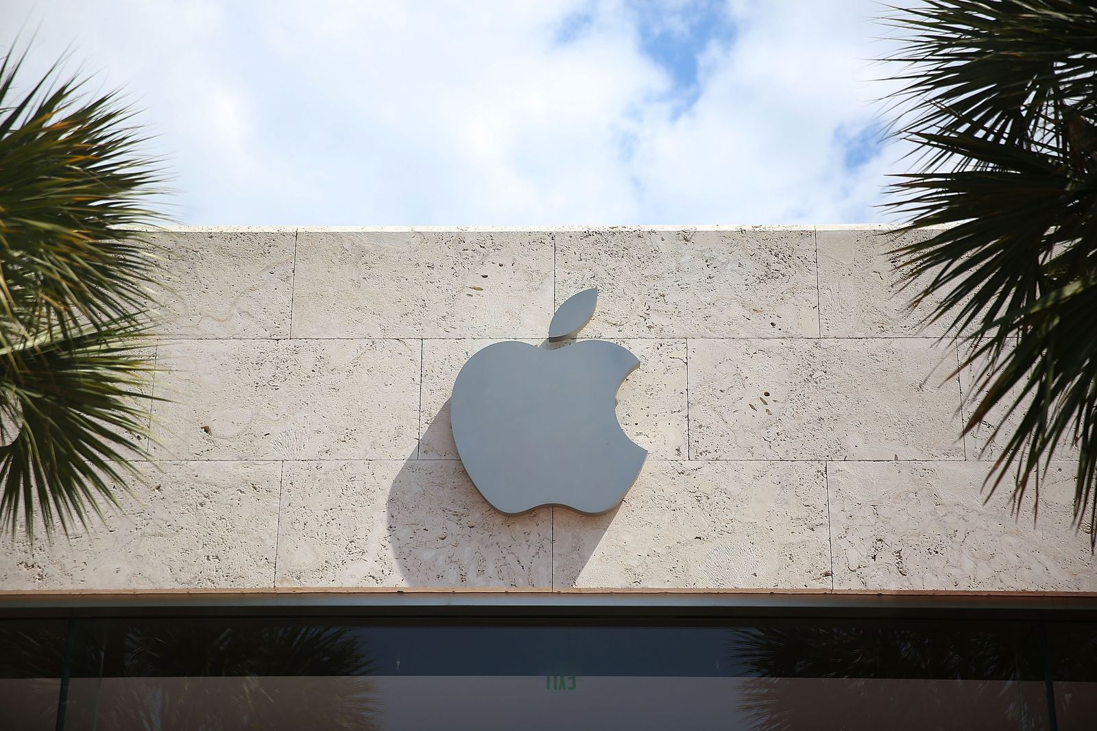 US-APPLE-EXPECTED-TO-REPORT-FIRST-QUARTERLY-REVENUE-DECLINE-IN-A