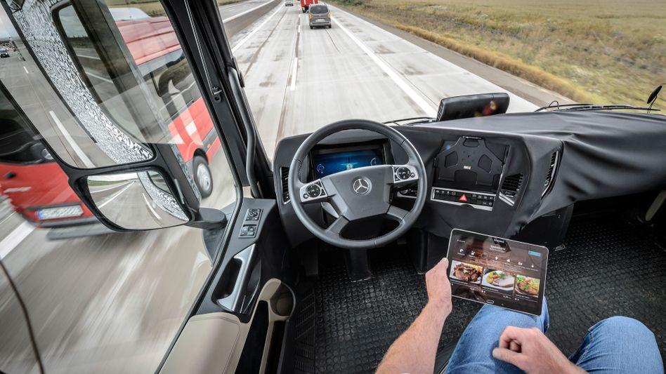 Autonomer LKW: Künftig muss der Fahrer nicht mehr selbst fahren
