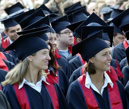 Abschlussfeier in Bonn: Viel Pomp für die Absolventen