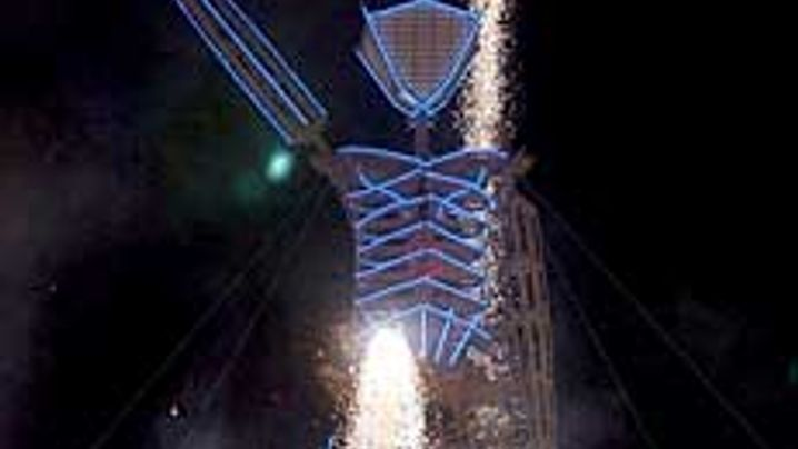 Burning Man Festival 2003: Nackte Feuerteufel