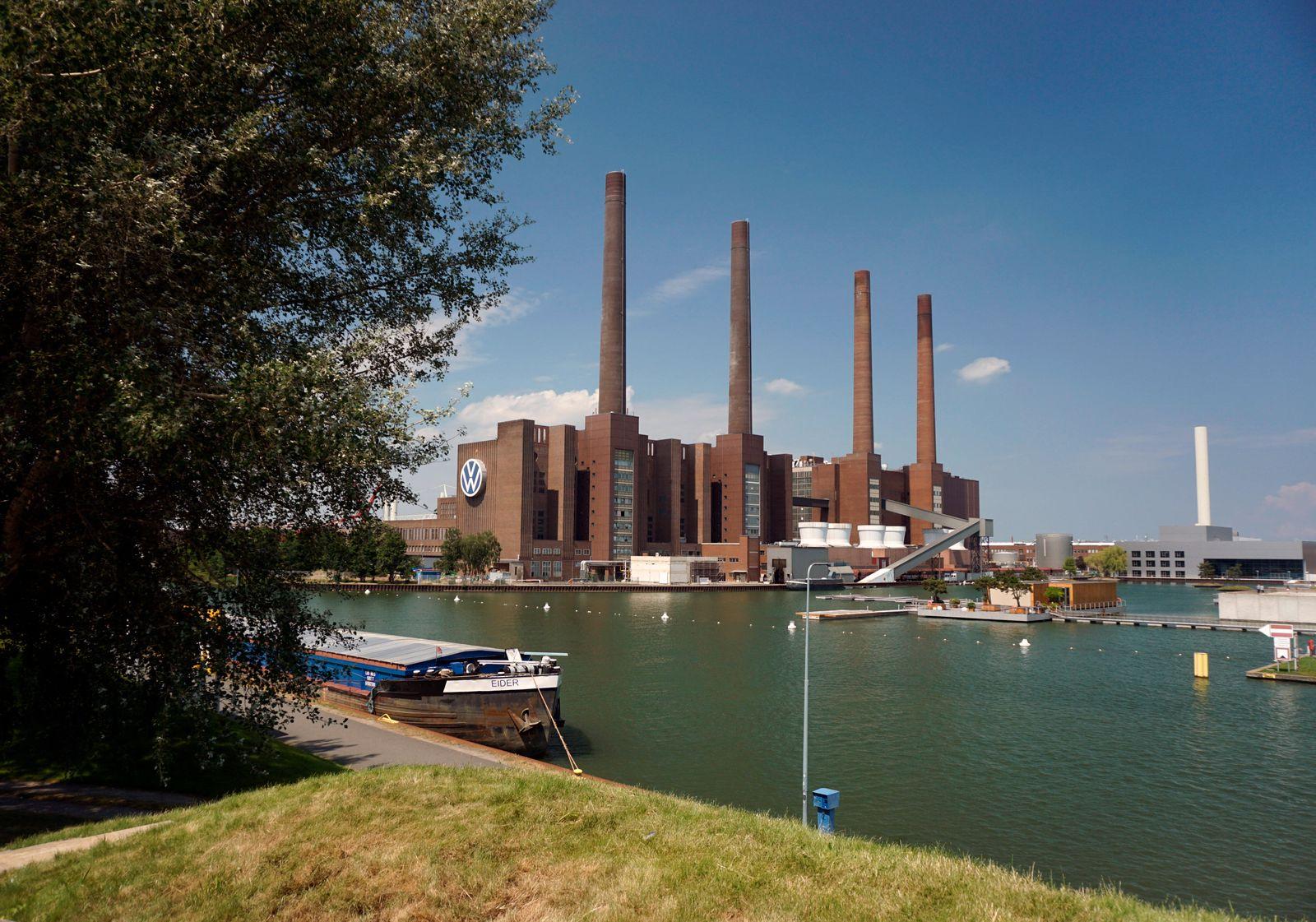 16.07.2020, Wolfsburg in Niedersachsen, VW-Werk am Elbe-Seitenkanal. 16.07.2020, Wolfsburg 16.07.2020, Wolfsburg *** 16
