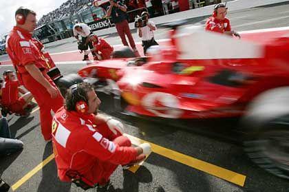 Ferrari beim Boxenstopp: Reifenwechsel sind ab der nächsten Saison Gechichte