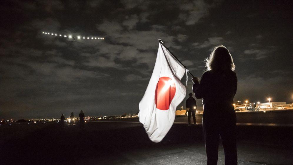 """Solar Impulse 2"": Sonnenflieger startet nach Hawaii"