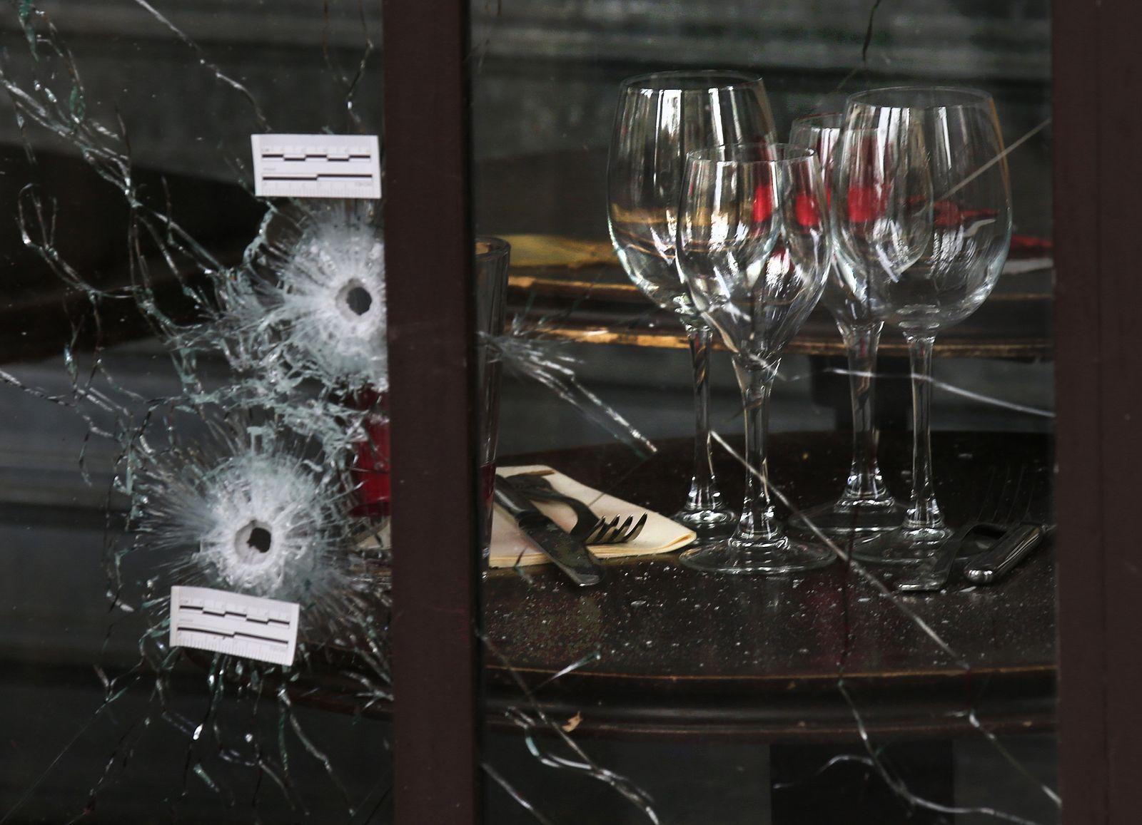 Anschläge Paris / Café