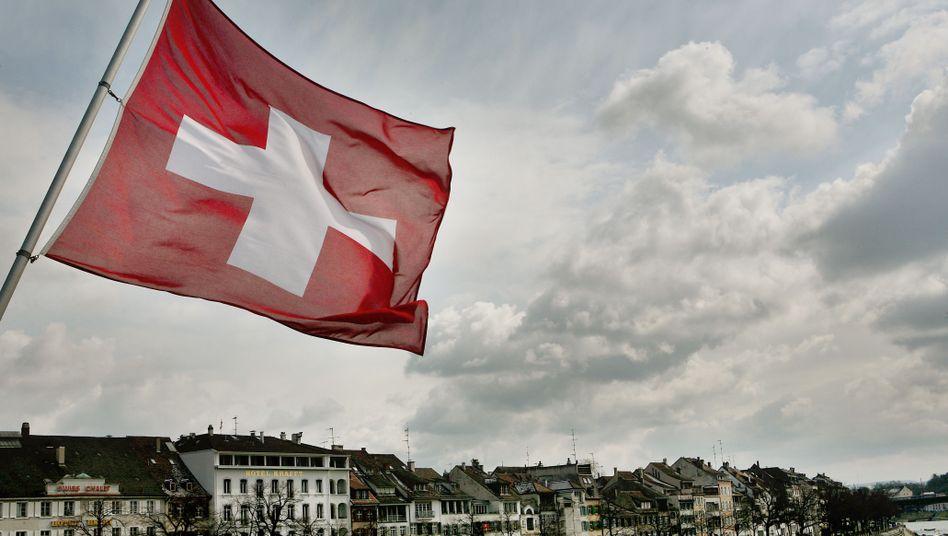 Schweizer Fahne in Basel: 2 bis 200 Milliarden Euro verschoben
