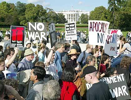 """Demonstration gegen den Irak-Krieg (Oktober 2002 in Washington): """"Ich hoffe, dass das eine Wirkung hat"""""""