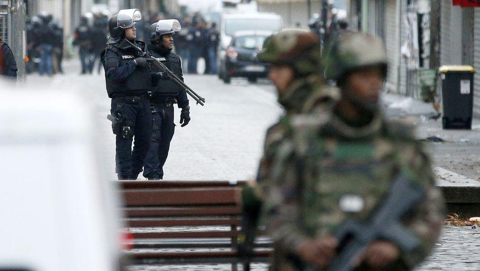 Terroralarm in Saint-Denis: Viele Schwerbewaffnete in dem Pariser Vorort
