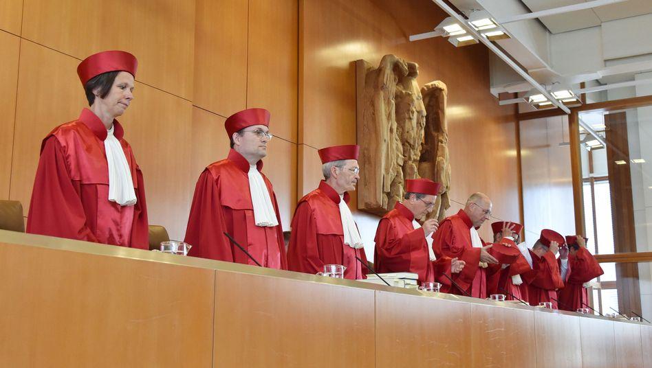 Urteil in Karlsruhe: VerfassungsrichterkippenBetreuungsgeld
