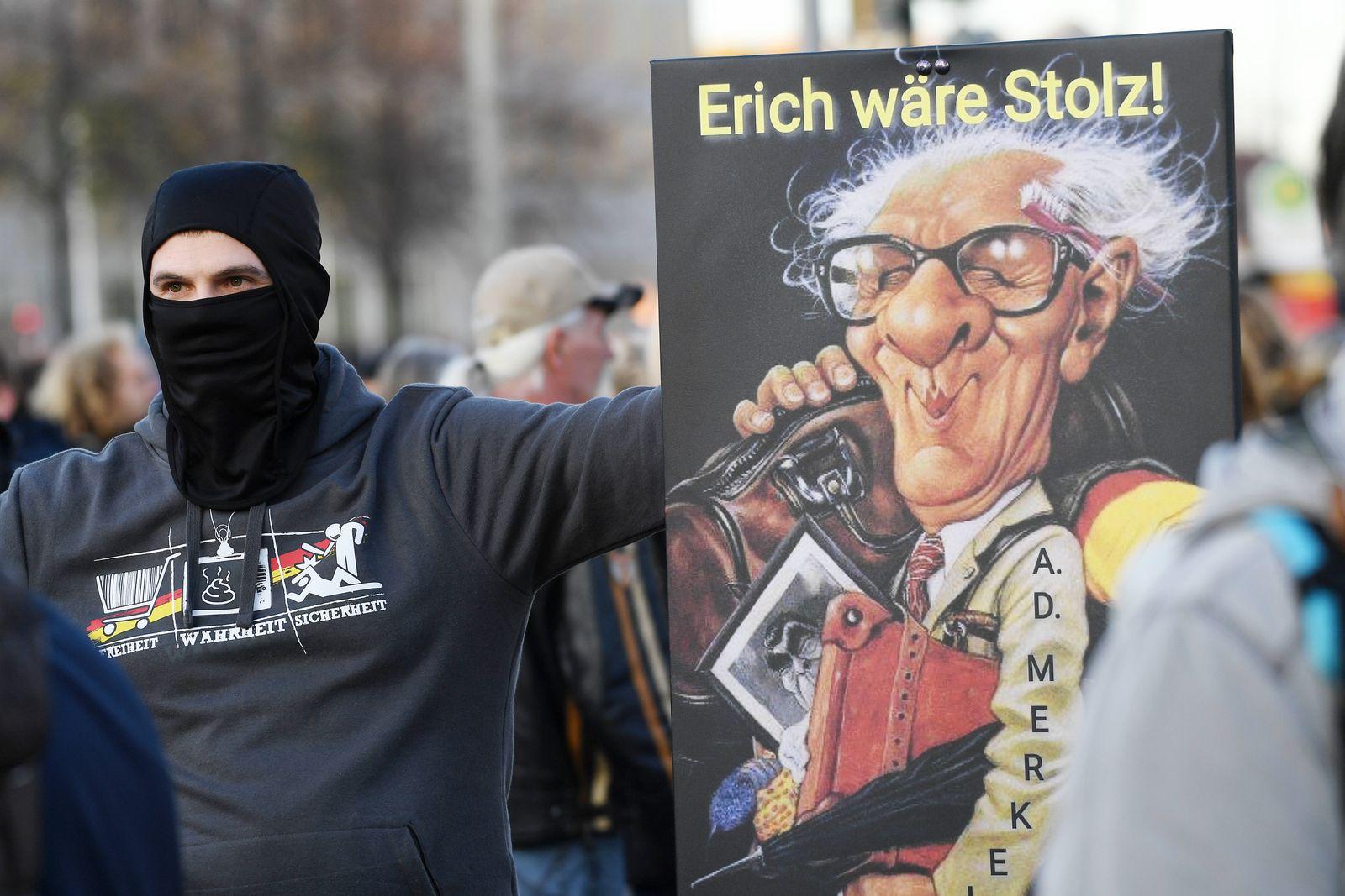Demonstration der Querdenken-Bewegung gegen die Anti-Corona-Maßnahmen der Bundesregierung, Leipzig, Augustusplatz, 7.11